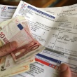 Αγωνία καταναλωτών για το ενδεχόμενο αύξησης στα τιμολόγια της ΔΕΗ