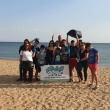 Φιλοξενούμενοι του ξενώνα της ΑΡΣΙΣ σε δράση καθαρισμού των ακτών μας