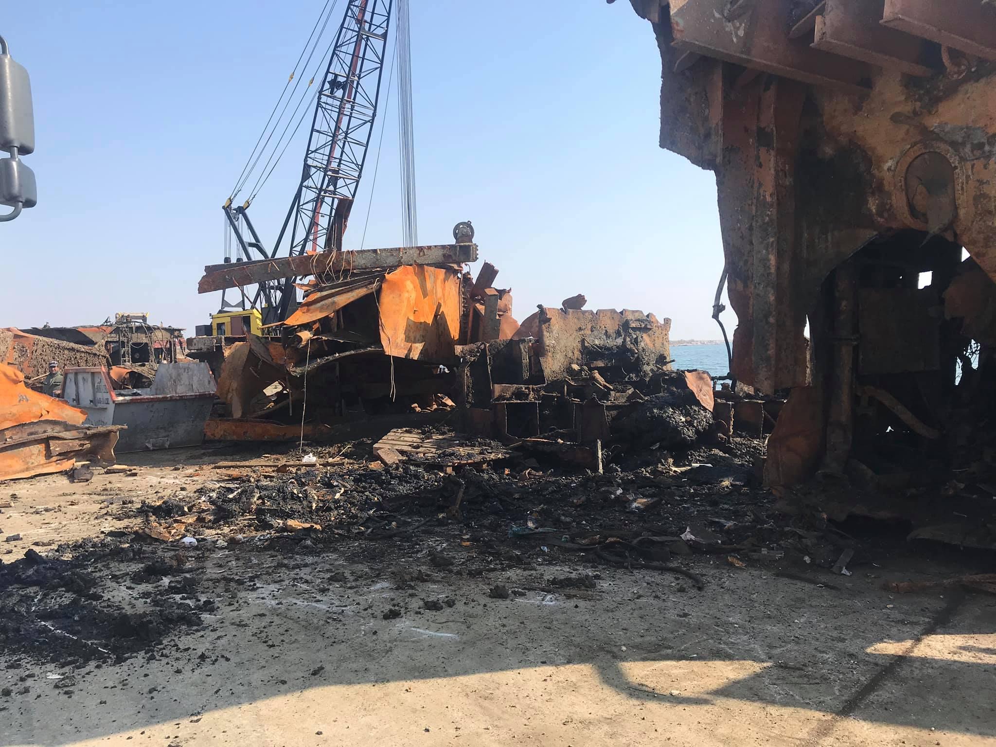 """Ολοκληρώθηκε η ανέλκυση της βυθοκόρου """"Όλγα"""" από το λιμάνι Αλεξανδρούπολης"""