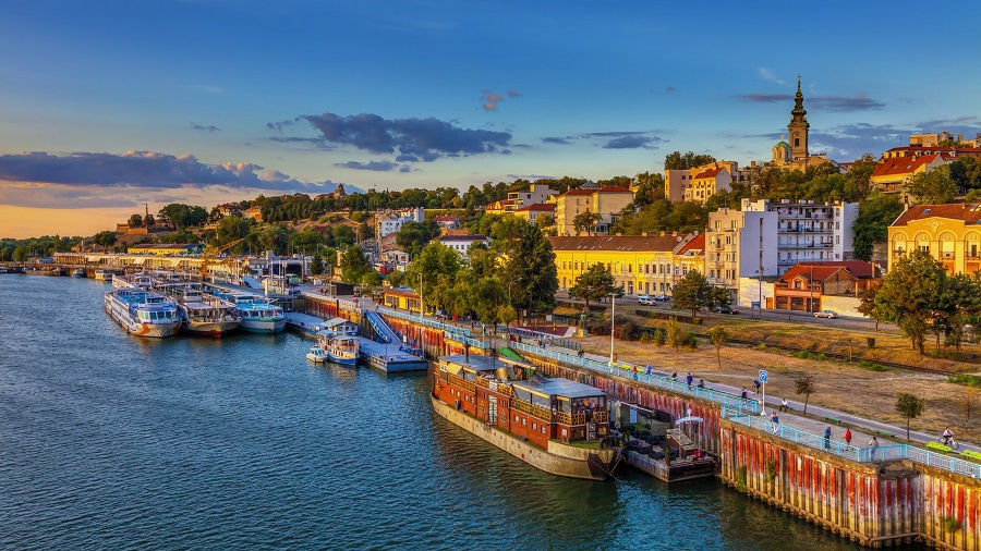 Ζήστε το όνειρο των γιορτών στο μαγευτικό Βελιγράδι!