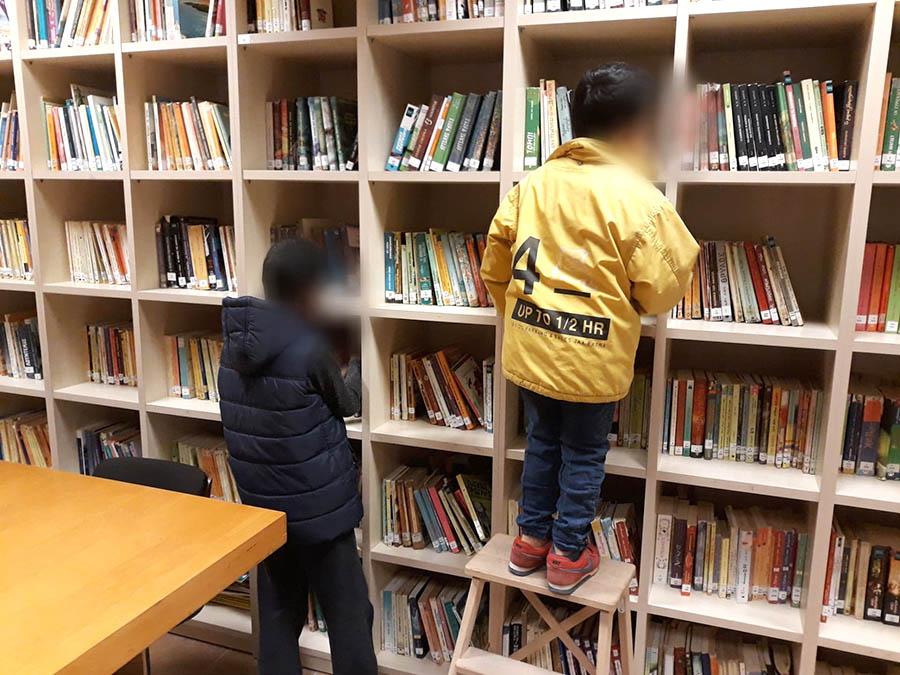 Τα παιδιά της Άρσις στο μαγικό κόσμο της δημοτικής βιβλιοθήκης Αλεξανδρούπολης