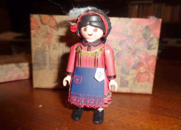 Παράδοση της φιγούρας PlaymoGreek με την Γκαγκαβούζικη φορεσιά