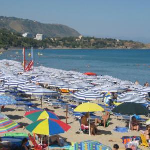 Άγνωστη έννοια οι διακοπές για 1 στους 3 Έλληνες