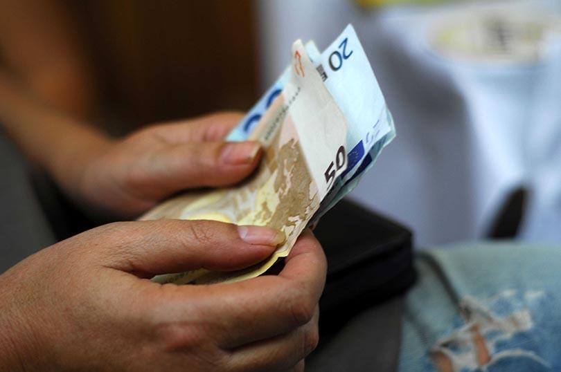 Πώς θα λάβουν το επίδομα των 800 ευρώ οι εργαζόμενοι. Βήμα-βήμα η διαδικασία