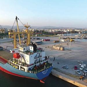 """Ένα και μόνο αμερικάνικο σχήμα """"κτυπάει"""" τα λιμάνια Αλεξανδρούπολης και Καβάλας"""