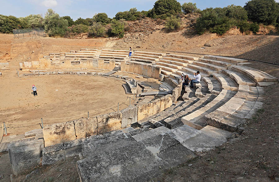 «Ναι» από τη Λίνα Μενδώνη για την ανάδειξη του αρχαίου Θεάτρου Μαρώνειας