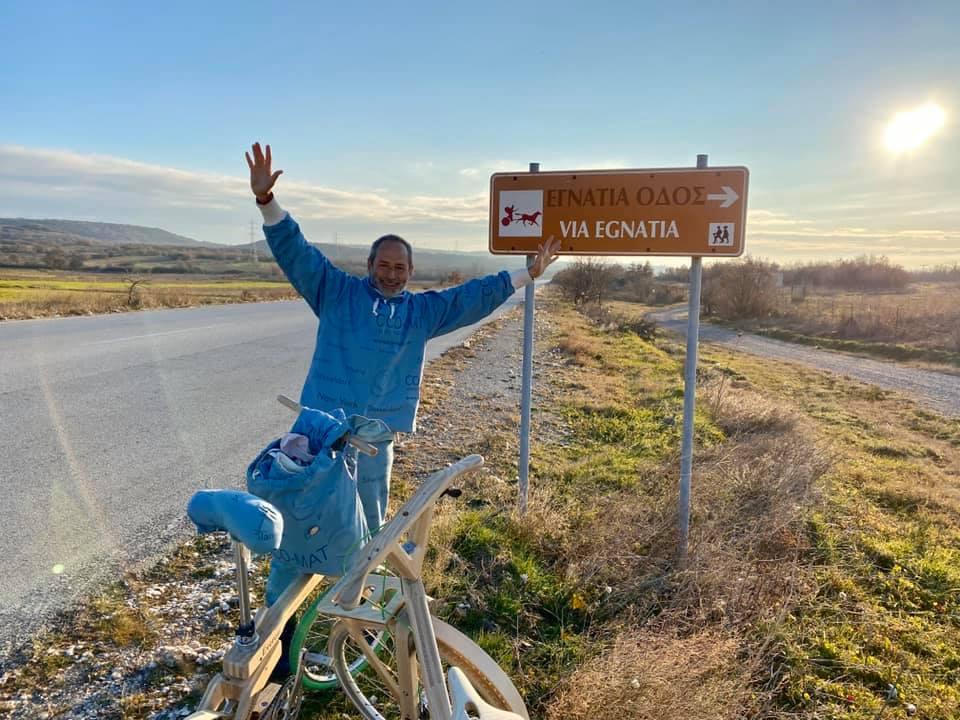 Από την Αθήνα ως το Έβερεστ με ένα ξύλινο ποδήλατο ο Πωλ Ευμορφίδης