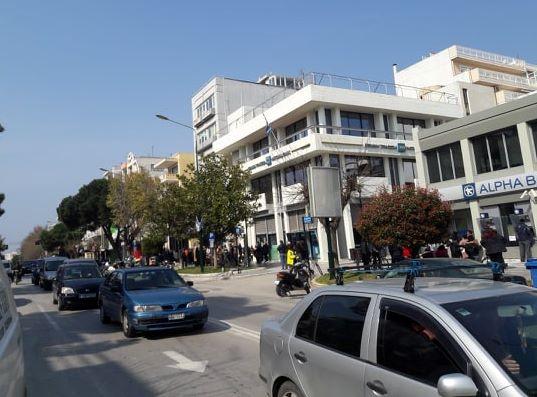 Κέντρο Αλεξανδρούπολης, εν μέσω πανδημίας … Κίνηση, ουρές, συνωστισμός