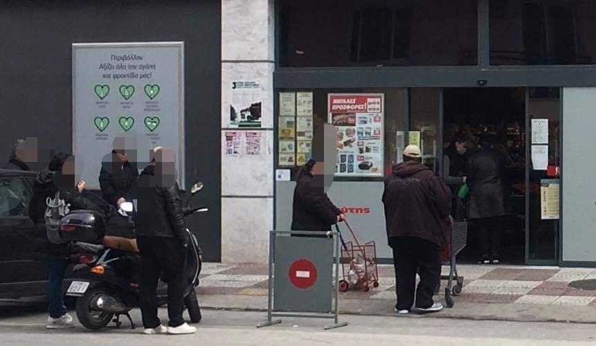 Ουρές αναμονής έξω από σούπερ μάρκετ της Αλεξανδρούπολης