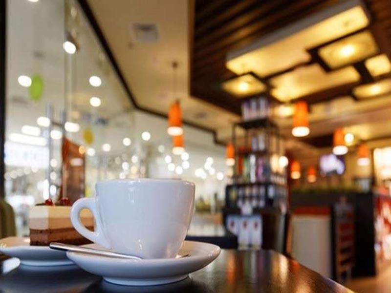 Στο 70% η μείωση της κίνησης σε καφετέριες και εστιατόρια της Αλεξανδρούπολης τις απογευματινές και βραδινές ώρες
