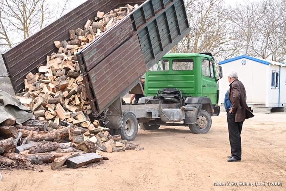 Πρόσφεραν 5 τόνους ξύλα για τους φύλακες του Έβρου!