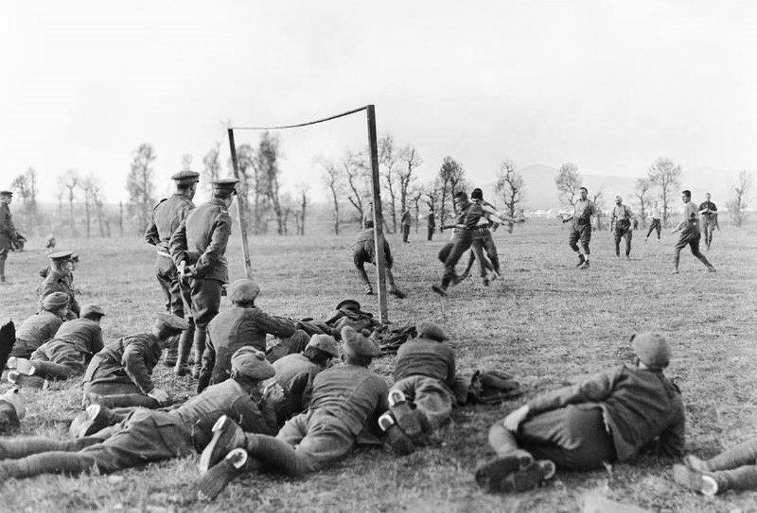 Μια ξεχασμένη ιστορία. Η Αγγλία στον πόλεμο, οι ποδοσφαιριστές στο μέτωπο