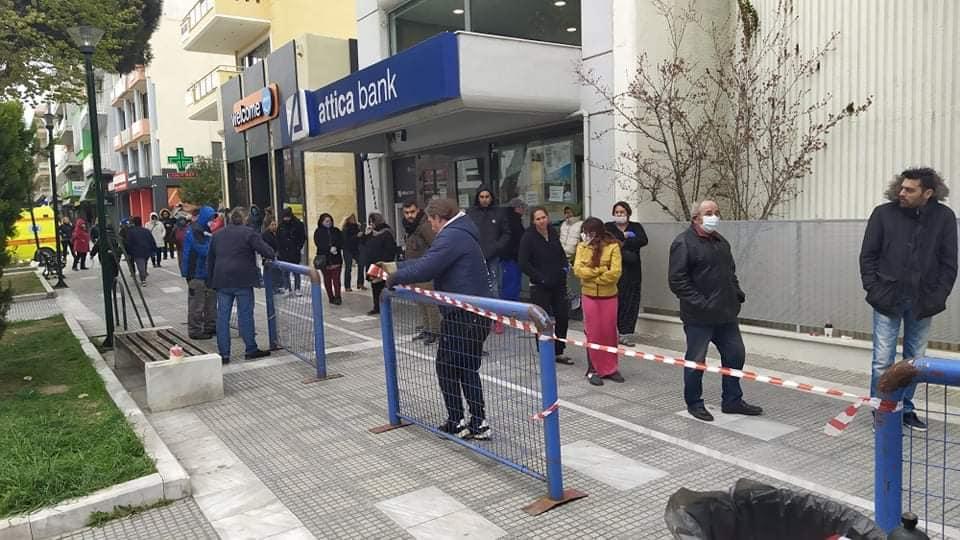 Κάγκελα έξω από τράπεζες της Αλεξανδρούπολης για αποφυγή συνωστισμού