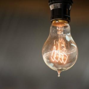Μέτρα του υπουργείου Ενέργειας για φθηνότερο ρεύμα σε νοικοκυριά και επιχειρήσεις