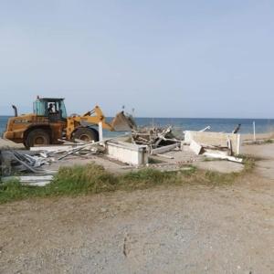 Επικίνδυνη κατασκευή απομακρύνθηκε από την παραλία Αγίας Παρασκευής