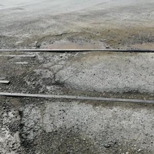 «Βομβαρδισμένο» τοπίο το οδόστρωμα στο λιμάνι Αλεξανδρούπολης