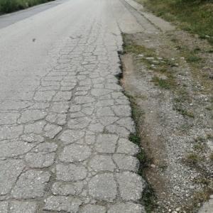Σε μαύρα χάλια ο δρόμος Εργατικών Παλαγίας - Β' Νεκροταφείων (photos)
