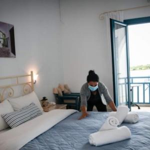 Ξενοδόχοι Ελλάδας κατά Θεοχάρη: Πότε θα αποφασίσετε να προστατεύσετε το ελληνικό τουριστικό προϊόν και την ελληνική ξενοδοχεία;»