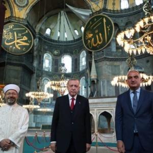 «Η μετατροπή της Αγίας Σοφίας σε τζαμί συνιστά καταπάτηση του διεθνούς δικαίου»