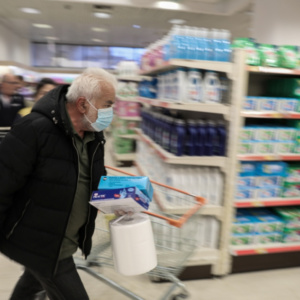 Προς νέα μέτρα στα σούπερ μάρκετ για τη μάσκα, τι προτείνουν οι λοιμωξιολόγοι