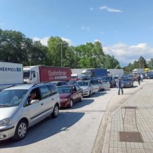 Προμαχώνας: Ατελείωτες ουρές 10 χιλιομέτρων, αναμονή έως και 5 ώρες για τους τουρίστες από τις βαλκανικές χώρες