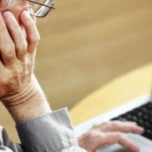 Ο κορωνοϊός έκανε τους ηλικιωμένους δεινούς χρήστες του ίντερνετ