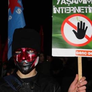 Νόμος του Ερντογάν «φιμώνει» τα κοινωνικά δίκτυα και τρομάζει την Τουρκία