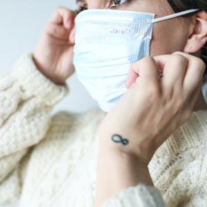 Μητέρα που συμμετείχε σε κατάληψη κατά της μάσκας, διαγνώστηκε με κορονοϊό