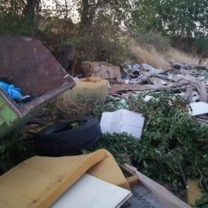 «Μνημείο» ανθρώπινης αδιαφορίας ο σκουπιδότοπος κοντά στη Μαΐστρο