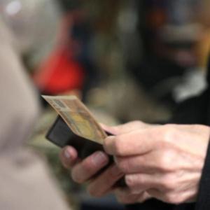 Ανεξέλεγκτες μειώσεις μισθών και έκρηξη της ανεργίας έφερε ο κορωνοϊός