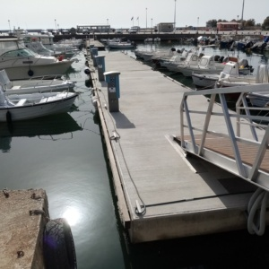Σε λειτουργία οι πυλώνες ηλεκτροδότησης των πλωτών αποβάθρων του λιμανιού Αλεξανδρούπολης